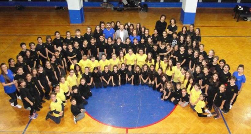 200 Genç Dansla Eğitime Destek Oluyor.