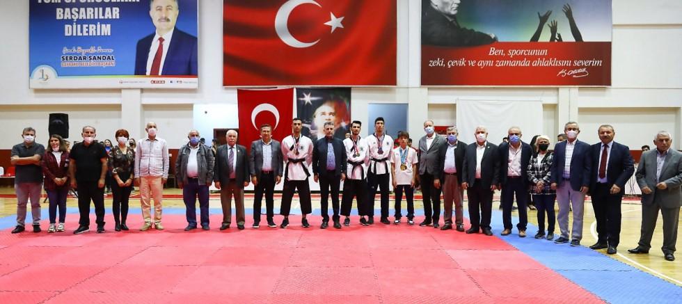 Bayraklı'da Kış Spor Okulları Açıldı