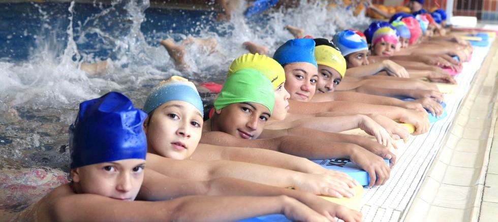 Bornova'da Yaz-Kış Yüzme Keyfi