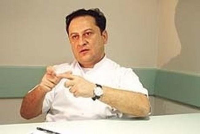 İşaret Dili Bilen Tek Psikiyatri Uzmanı: Dr. Erkan Dönmez