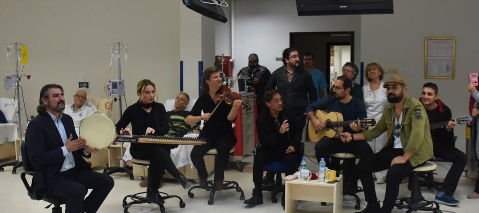 İzmirli Sanatçı Yılmaz Demirtaş; Müzik En Büyük Şifadır