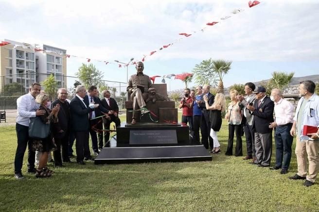 Karşıyaka'da 'Bekir Coşkun' heykeli törenle açıldı