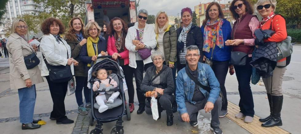 Karşıyakalı, 'Foto Gezer' Gurubu Atasını Unutmadı