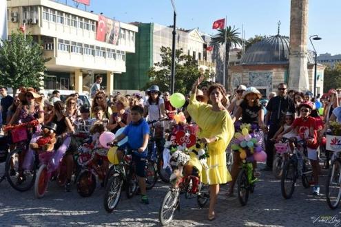 Süslü Kadınlar Bisiklet Turu Yine Çok Renkliydi...